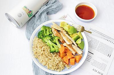 低脂藜麦蔬菜水果沙拉