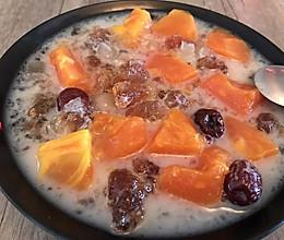 鲜奶红枣木瓜炖雪燕桃胶皂角米的做法