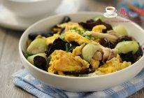 丝瓜蘑菇炒鸡蛋的做法