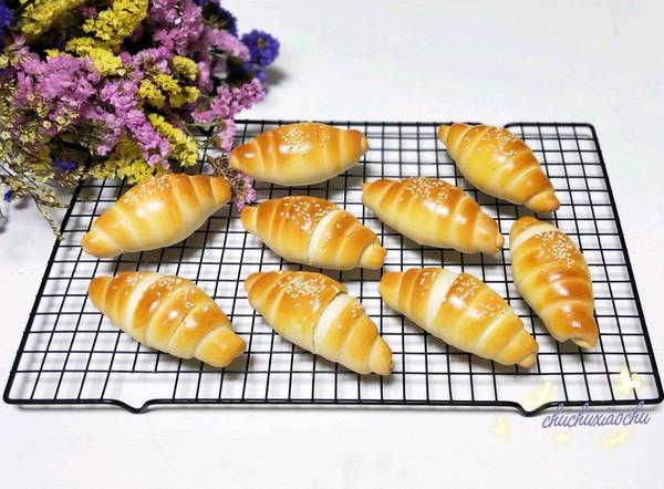 #带着零食去旅行!#蚕宝宝石头奶香面包的做法