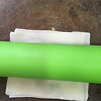 饺子皮变身葱油饼的做法图解3