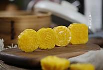 #我的养生日常-远离秋燥# ⭐南瓜椰蓉咸蛋黄月饼⭐的做法