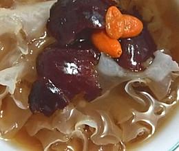 红枣枸杞冰糖银耳羹的做法