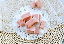 #憋在家里吃什么#草莓味花生牛扎糖的做法