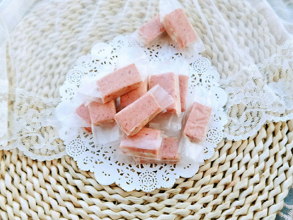 草莓味花生牛扎糖的做法