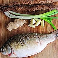 初秋养生汤--山药枸杞鲫鱼汤的做法图解1