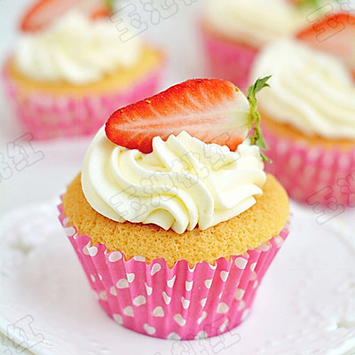 草莓奶油杯子蛋糕