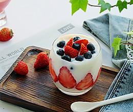 草莓酸奶饮女性的朋友的做法