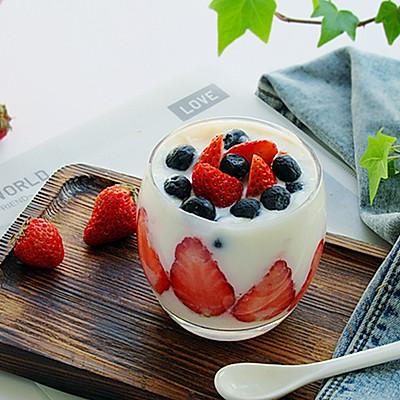 草莓酸奶饮女性的朋友