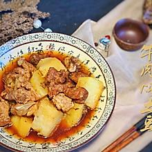 香喷喷热腾腾的土豆炖牛肉