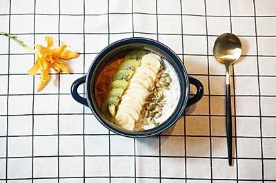 燕麦粥配香蕉、奇异果、南瓜仁
