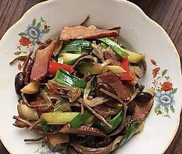 腊肉炒蒜苗茶树菇的做法