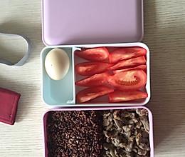 减肥餐……粗粮饭➕蒸黑椒牛肉片➕水煮蛋➕番茄块的做法