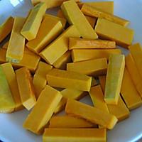 蛋黄焗南瓜的做法图解2