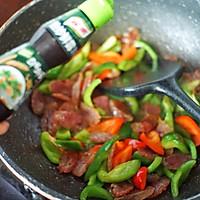 #憋在家里吃什么#广式腊肠和它这样炒着吃,味道超赞的做法图解5