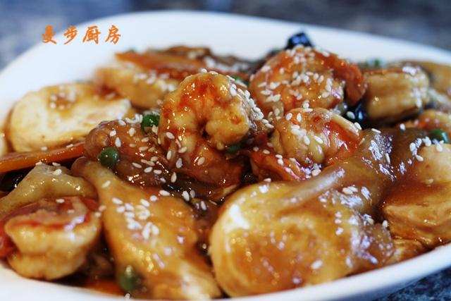 曼步厨房 - 鲜虾豆腐煲