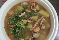 口蘑土豆炖海鲜的做法