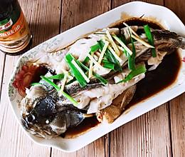 清蒸鲈鱼,鲜香嫩滑,低脂营养健康!的做法