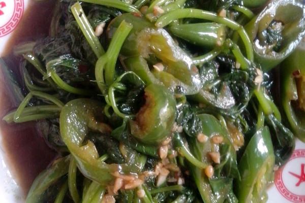 地瓜叶炒辣椒的做法