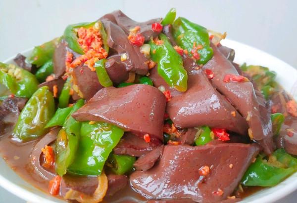 饭扫光——辣椒炒猪血的做法