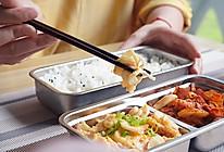 #精品菜谱挑战赛#带饭便当也有高颜值-周一辣白菜炒肉配滑蛋的做法