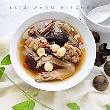 黑蒜莲子薏米老鸭汤