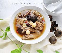黑蒜莲子薏米老鸭汤的做法