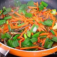 小鱼干炒胡萝卜的做法图解8