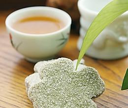 夏日里的绿色清香——抹茶叶形饼的做法