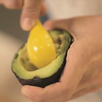 牛油果焗蛋#爱的味道#的做法图解2