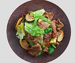 家常小炒之包菜菌菇炒牛肉的做法