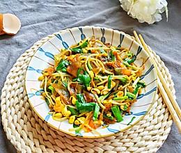 #憋在家里吃什么#黄豆芽新吃法:粉皮鸡蛋炒黄豆芽的做法