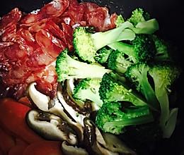 【广式腊肠煲仔饭】电饭锅超简单版的做法