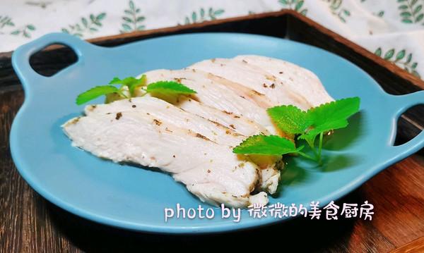 鲜嫩多汁的低温鸡胸肉的做法