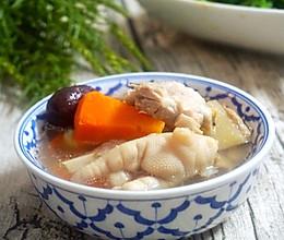 胡萝卜排骨花生汤:心动的感觉的做法