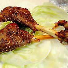 烤箱出炉外焦里嫩的烤羊腿(小羊腿)