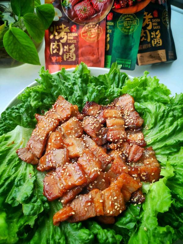 营养美味的烤五花肉生菜包