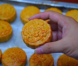 广式咸蛋黄月饼做法,配方和步骤详细分享,厨房小白也能学会!的做法