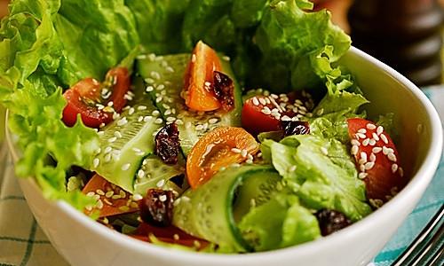芝麻蔬菜沙拉的做法