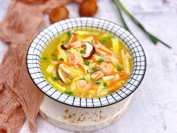 夏季养生菌菇虾仁汤的做法