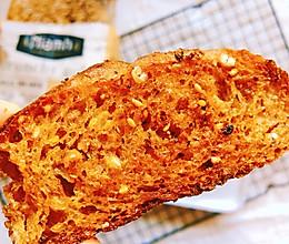 法棍最简单美味的吃法~孜然谷物法棍面包片的做法