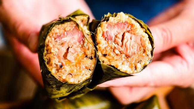 手把手教你做超级好吃的咸味粽——蛋黄肉粽的做法