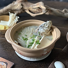 营养丰富的豆腐鲫鱼汤