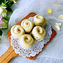 #花10分钟,做一道菜!#水煎绿豆玫瑰花馒头