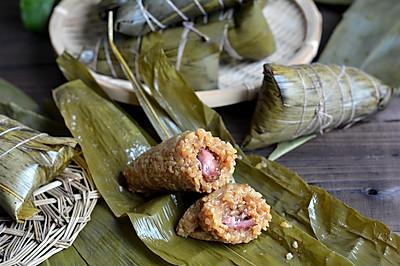 #甜粽VS咸粽,你是哪一党?# 鲜肉粽子