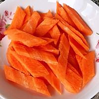 #元宵节美食大赏#黄瓜胡萝卜炒腊肠的做法图解2