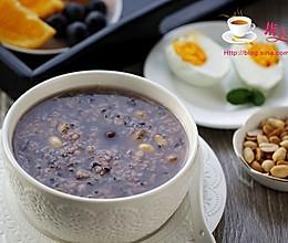 【一人炊事】补血益气的养颜粥---紫米葡萄粥的做法