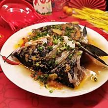 """#美食说出""""新年好""""#在家就能做,比店里的好吃~剁椒鱼头"""