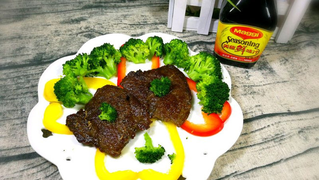 干煎牛肉#美食美刻,乐享美极#的做法