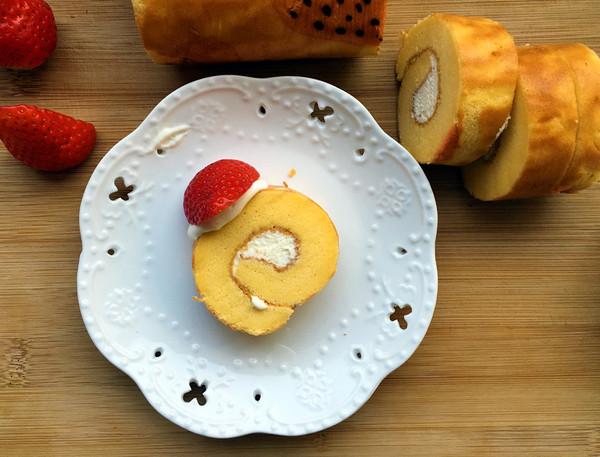 轻盈草莓奶油蛋糕卷 (ˊᵒ̴̶̷̤ ꇴ ᵒ̴̶̷̤ˋ) ꒰